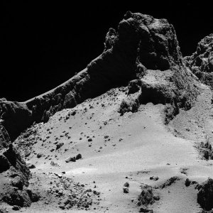 A large fracture running across the comet. Credit Eureopean Space Agency