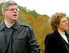 Ufologul Stan Gordon şi jurnalista Leslie Kean