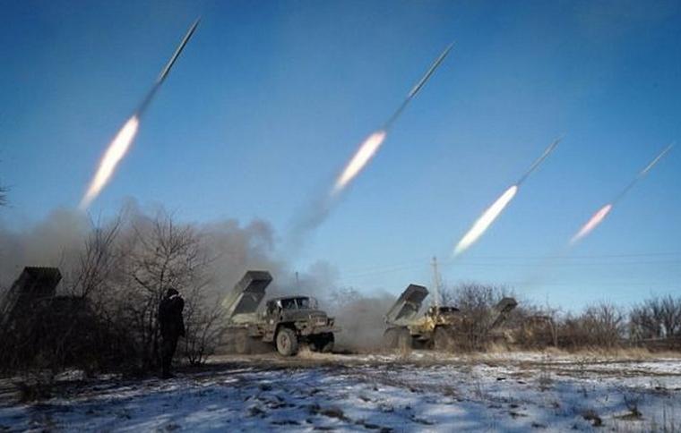 Potrivit lui Putin, separatiştii pro-ruşi sunt mineri şi tractorişti care în pauză de table mai trag cu rachete de ultimă generaţie – Panţir-S1!! Lucru foarte credibil de altfel din partea domnului preşedinte!